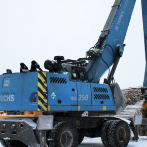 The new Fuchs reloader operates on the territory of the Velsky timber industry complex