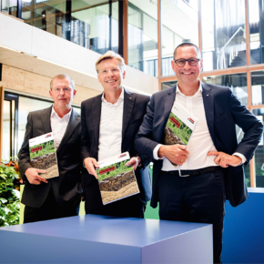 The wood-based materials manufacturer Egger Group recorded sales of EUR 2.84 billion and adjusted EBITDA of EUR 425.0 million