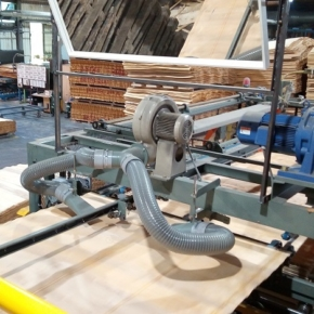 A new veneer surfacing-and-jointing line put into operation at Sveza's mill in St. Petersburg