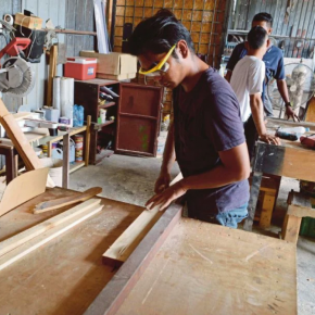 Malaysia: Furniture manufacturers ask again that factory operations be allowed