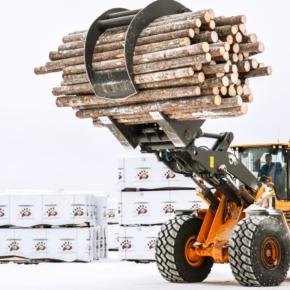 Устьянский ЛПК приобрел новый погрузчик Volvo  для перевозки тонкомера