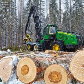 Минпромторг: В Карелии приступили к реализации проекта по производству лесозаготовительной техники. Стоимость проекта оценивается примерно в 18 млрд рублей