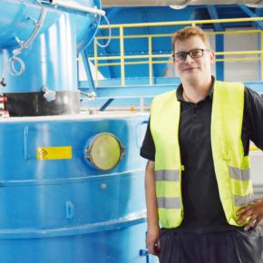 На пеллетном заводе Устьянского лесопромышленного комплекса установили новый пресс немецкого производства Kahl