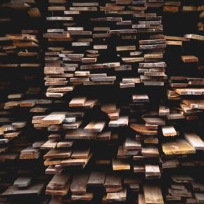 Экспорт круглых лесоматериалов и продукции деревообработки сокращается уже два квартала подряд