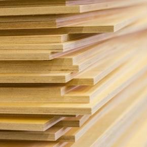 В январе-мае 2021 г. Россия значительно увеличила производство древесных плит