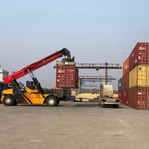 С терминала в Асино (Томская обл.) отправлен первый контейнерный поезд с пиломатериалами в Китай