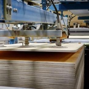 Еврокомиссия одобрила введение предварительных антидемпинговых пошлин на березовую фанеру из России